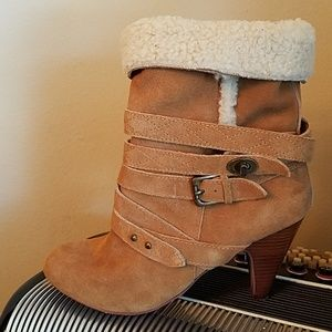 AMAZING NINE WEST TAN SUEDE FAUX FUR LINED BOOTS